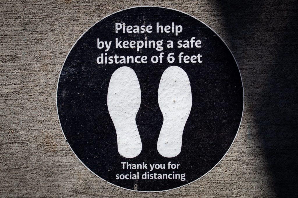 Aufkleber_Social_Distancing